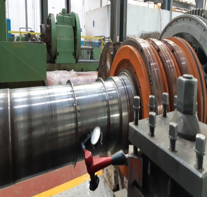 Maintenance sur un moteur rotor bobiné WEG 3500 kW,  5500V, 6 pôles. Machine entraînée : broyeur